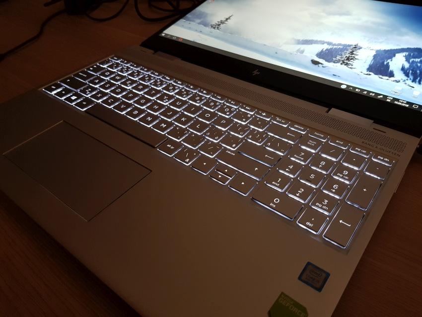 HP Envy 15 – hintergrundbeleuchtete Tastatur